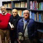 Dos profesores donan 500 libros a la biblioteca de Aldea del Rey