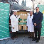 """Caja Rural CLM dona casi una tonelada de alimentos y aceite a Cipriano """"El Amigo de los Pobres"""""""