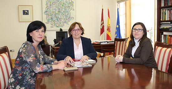 Carmen-Olmedo-con-alcaldesa-de-Torre-de-Juan-Abad