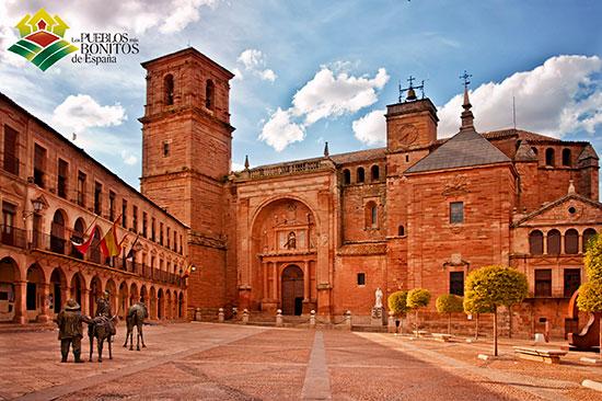 Plaza-Mayor_Pueblos-más-bonitos