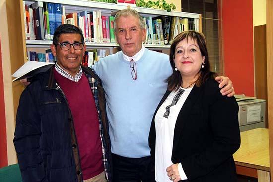 Villarrubia libro poesía autor con alcaldesa y concejal