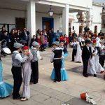 Las buenas vibraciones del Carnaval en Aldea del Rey resuenan ya al compás del desfile escolar