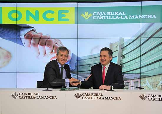 Caja rural castilla la mancha firma su cuarto convenio con for Oficinas de caja rural en madrid