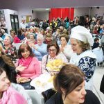 Puertollano: Los vecinos de Santa Ana con la Asociación contra el cáncer en la chocolatada solidaria