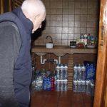 Denuncian la colocación de una valla que podría entorpecer el suministro de agua a la Venta de la Inés
