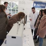 Aquona y alumnos de la UCLM muestran a los vecinos el funcionamiento del servicio municipal de aguas
