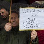 Reivindicando bajo la lluvia: Coordinadora en Defensa de las Pensiones y sindicatos se mojan por separado