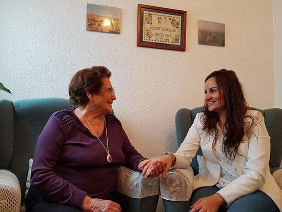 Prado-Zuñiga-con-usuaria-de-Telasistencia-2