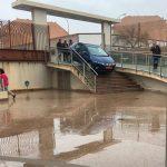 Ciudad Real: Un coche queda atascado en las escaleras del Hotel Cumbria