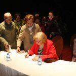 Aurora Rey Aragón refleja en su libro la historia de Almodóvar y sus gentes, en el siglo XX