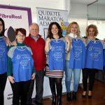 La alcaldesa ciudadrealeña recibe la camiseta y dorsal personalizado de la 6ª Carrera de la Mujer de Ciudad Real