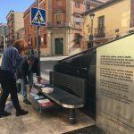 """La UNED ha """"liberado"""" más de medio centenar de libros en los bancos de lectores de la calle Seis de Junio"""