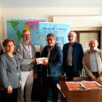 """Amigos de Javier Segovia entrega más de 4.000 euros a Manos Unidas de la recaudación del concierto """"Canciones de tu vida"""""""