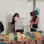 Mille Cunti intercambia libros por comida en la Feria del Libro que se destinará a Cruz Roja