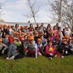 Más de 500 alumnos de quinto de Primaria siembran de primavera el corredor verde de Puertollano