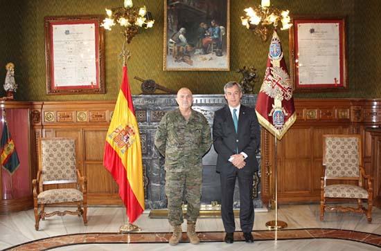 Eurocaja rural realiza una visita institucional al for Caja murcia valencia oficinas