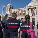 Bomberos del SCIS que temen ser despedidos y sus familias se concentrarán mañana ante la Diputación