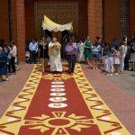 Una alfombra de sal y una docena de altares callejeros para la procesión del Corpus Christi hoy en Villamayor de Calatrava