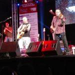 Más de 2.500 personas disfrutan de la música de Celtas Cortos en El Robledo