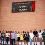 Torralba: El Pabellón Polideportivo Municipal ya luce la placa en memoria de Eufemio Velasco, concejal de Deportes durante 16 años