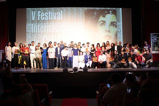 Foto-familia-premiados,-autoridades-y-actores-invitados