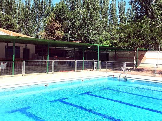 El ayuntamiento de gran tula de calatrava abre la piscina for Piscina municipal ciudad real
