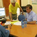 """El alcalde de El Torno alerta sobre el """"repulsivo"""" olor del agua y exige responsabilidades"""