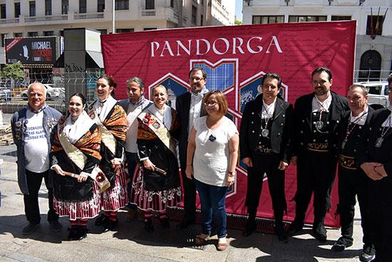 PRESENTACION-PANDORGA-FOTO-FAMILIA