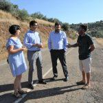 Caballero confirma que la Diputación mejorará el firme de la carretera de Guadalmez hasta el límite con Badajoz