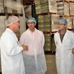 El presidente de la Diputación visita las instalaciones de Tosfrit en Manzanares