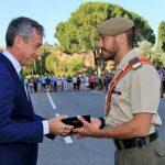López Martín entrega el premio 'Eurocaja Rural' a los Sargentos Alumnos más destacados de la Academia de Infantería