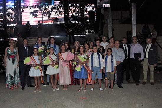 pregón, danzantes y zagalas juveniles e infantiles junto a autoridades
