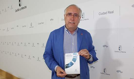 Francisco Perez Alonso con carta de servicios atencion al contribuyente