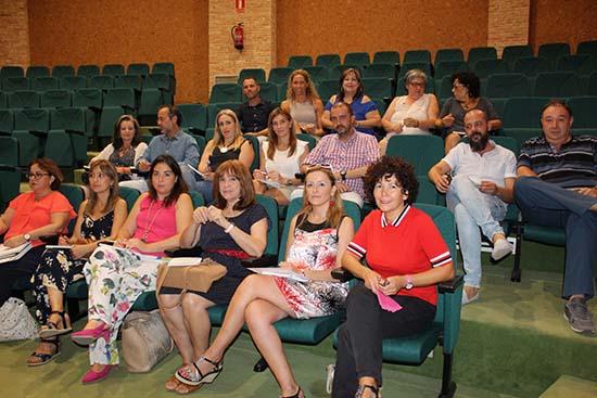 Pimienta con responsables locales y gestores de Centros de la Mujer