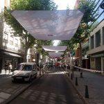 Entoldando el <i>bulevar</i> de la avenida del Rey Santo