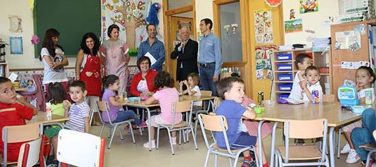 Carmen Olmedo visita colegio Poblete (archivo) 2