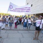 """""""Queremos cirugías, no carnicerías"""": La Plataforma de Mujeres Mastectomizadas exige cirugía plástica y reparadora a las puertas del Hospital"""