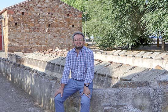Pablo Toledano, en los antiguos lavaderos que albergarán el Centro de Interpretación