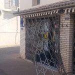 Varios individuos causan destrozos en una administración de lotería de Herencia