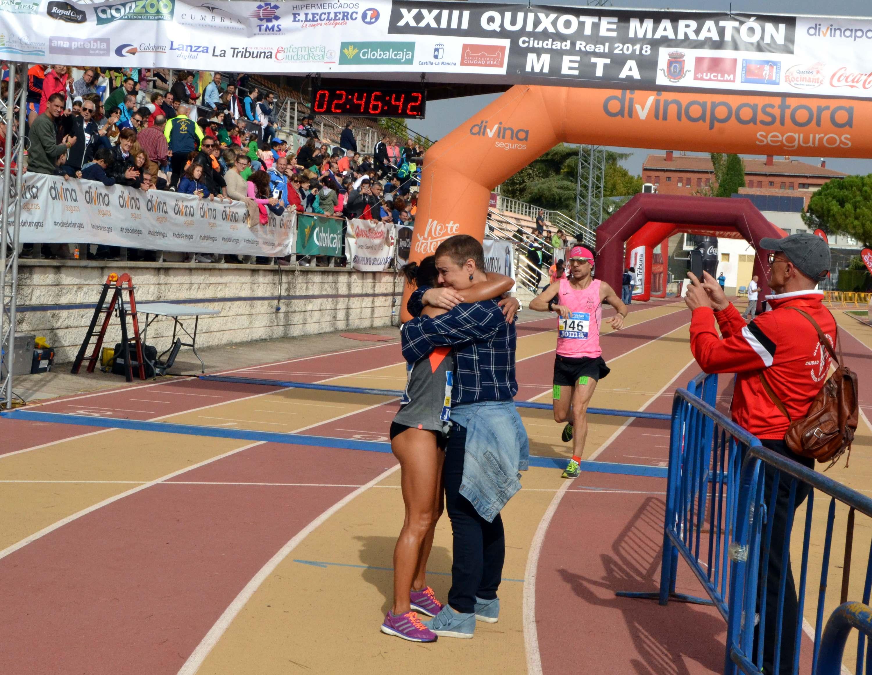 ANECDOTARIO_Gemma Arenas y Pilar Zamora se funden en abrazo