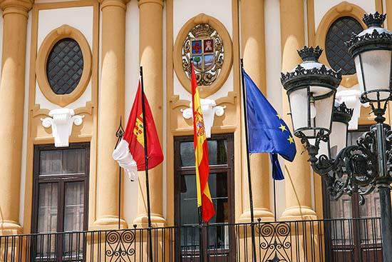 Detalle del edificio consistorial de Almodóvar del Campo