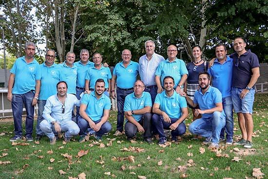 Directivos y colaboradores del Club Taurino, junto a miembros del equipo de Gobierno