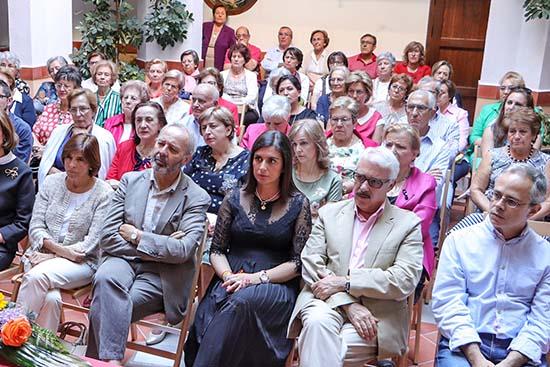 Virginia López y Jesús González, en el centro de la primera fila, dos de los concejales de la Corporación presentes