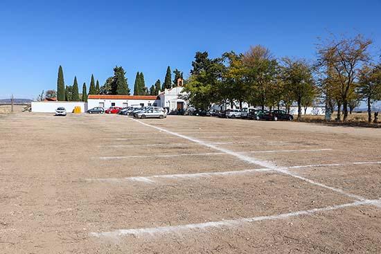 Zona de aparcamientos junto al camposanto almodovareño (1)