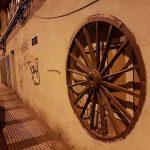 Puertollano: La extraña rueda del tiempo empotrada en la calle Cisneros