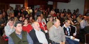Los trabajadores municipales llenaron el salón de plenos (Foto: Ayuntamiento de Puertollano)