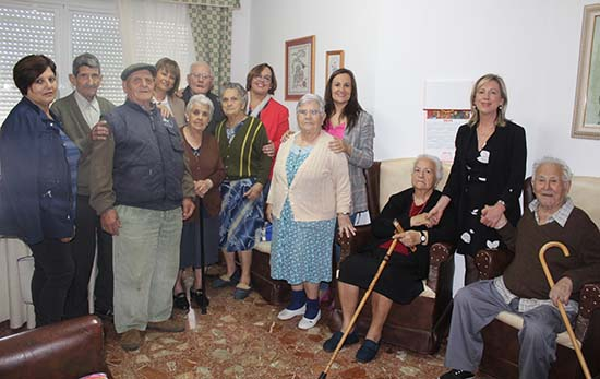 Carmen Olmedo visita vivienda tutelada Horcajo 1