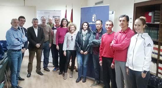 Francisco Navarro entrega kit deportivo centros educativos