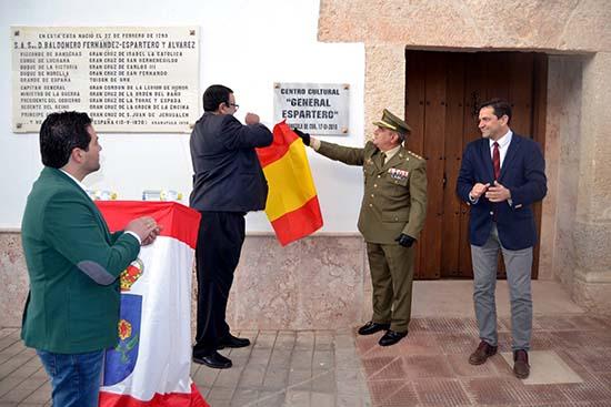 GRANÁTULA_Inauguración Casa Descubren placa