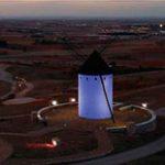 Los molinos de Alcázar de san Juan se iluminaran de color rojo para conmemorar El día mundial del SIDA